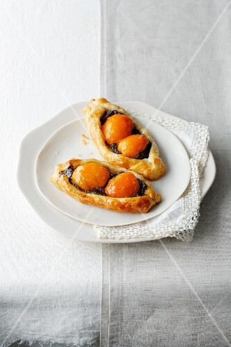 Apricot and poppy seed boats