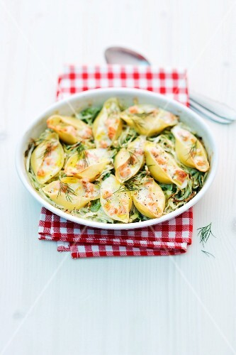 Pasta gratin with pointed cabbage and salmon