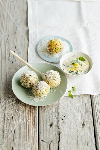 Apple-wheat balls with a dip