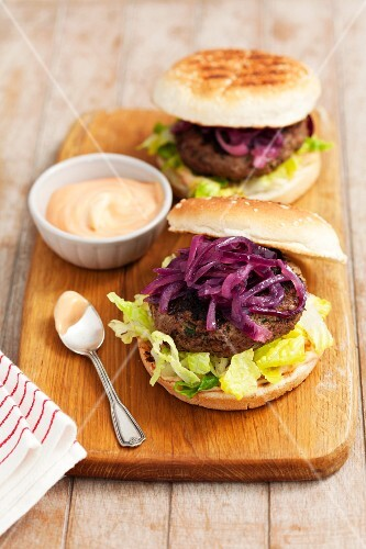 Beefburgers with caramelised red onions
