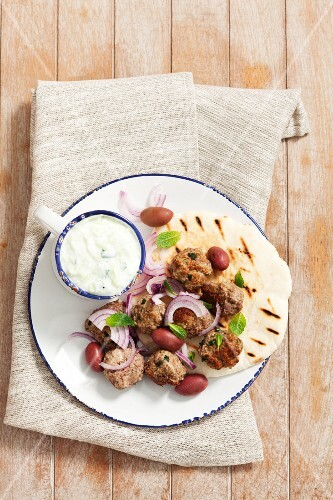 Keftedes (meatballs with pita bread and tzatziki, Grecce)