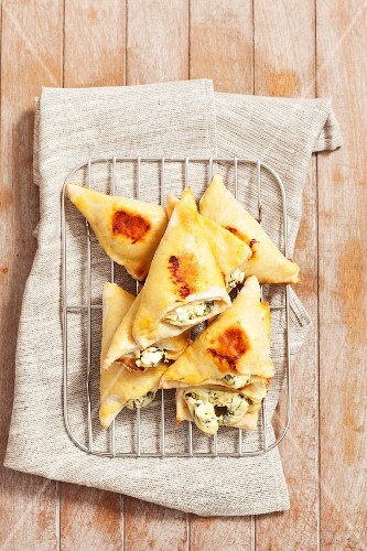 Tiropitakia (puff pastry parcels filled with feta, Grecce)