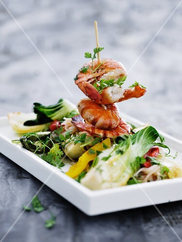 Glass noodles with vegetables and a prawn skewer