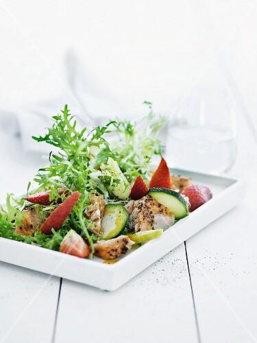 Chicory salad with smoked salmon and strawberries