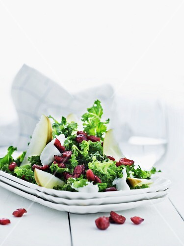 Green kale salad with pears and cranberries