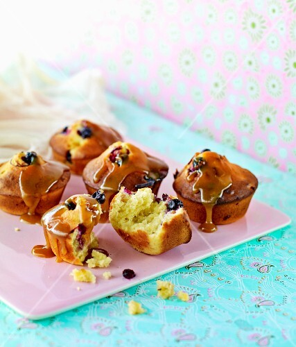 Blueberry muffins with caramel sauce