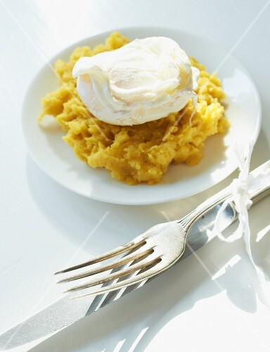 Poached egg on mashed potatoes