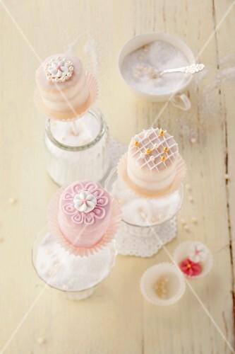 Petit fours cake pops