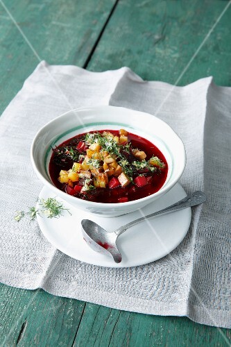 Beetroot stew with potatoes