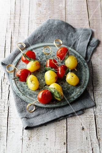 Potato skewers with tomatoes and sage