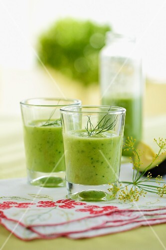 Cucumber smoothies with avocado and dill to curb cravings