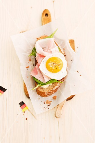 Strammer Max (bread topped with ham and a fried egg)