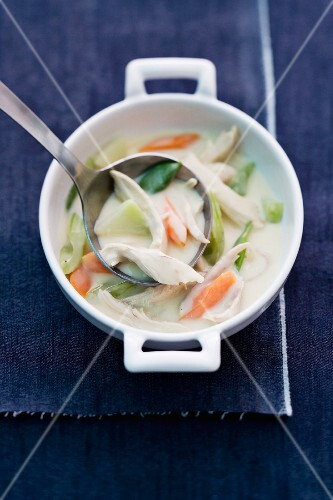 Chicken fricassee with kohlrabi, celery and carrots