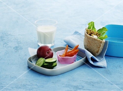 Stuffed pita bread, raw vegetables, plums and milk for lunch