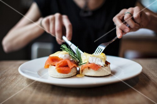 English muffins topped with smoked salmon, poached egg and hollandaise sauce
