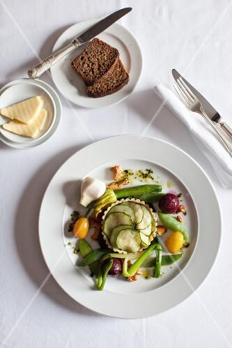 Courgette tartlet with steamed vegetables