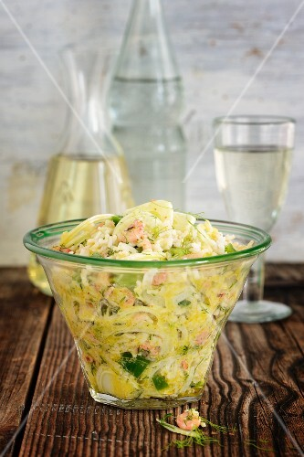 Rice salad with fennel and prawns