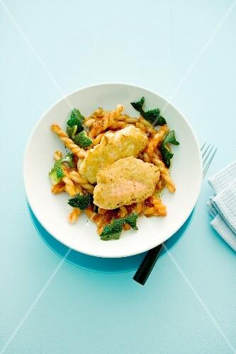 Salmon nuggets with fusilli pasta and courgette fish