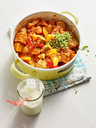 Potato goulash with tomatoes and pepper