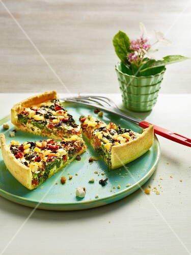Spinach quiche with sweetcorn and feta cheese