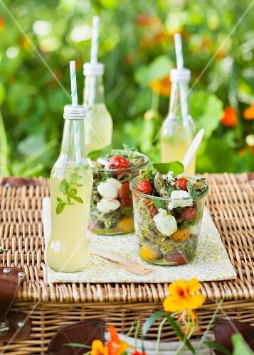 Lauwarme Penne mit Pesto und Bocconcini
