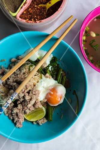 Noodles with pork and poached egg