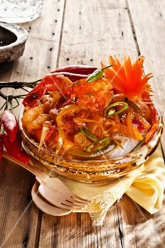 Sweet-and-sour prawns with glass noodles (Thailand)