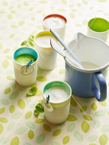 Broccoli soup with milk foam