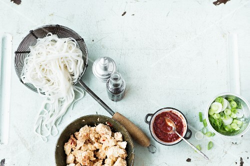 Ingredients for rice noodles with chicken