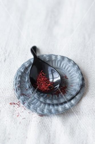 Saffron threads on spoon