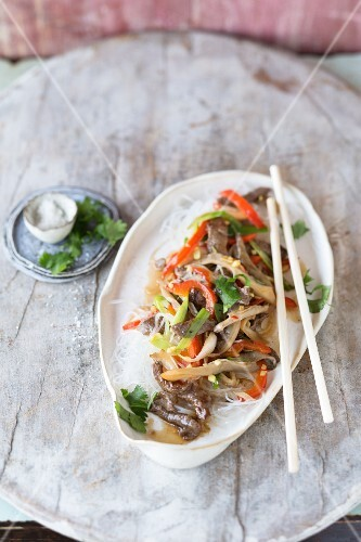 Beef with vegetables and rice noodles