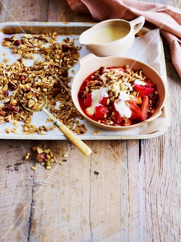 Rhubarb and strawberry crumble with vanilla sauce