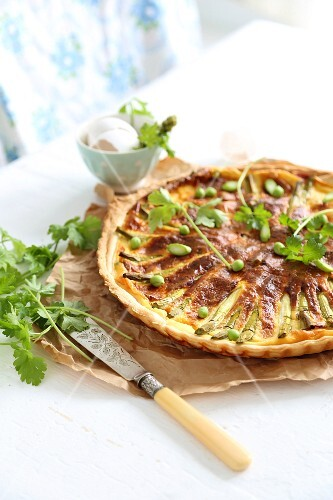 Asparagus quiche with peas