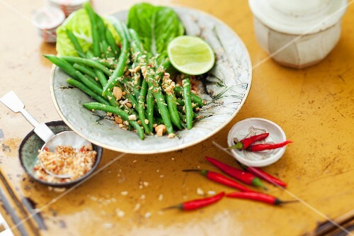 Bean salad with chilli and peanuts (Thailand)