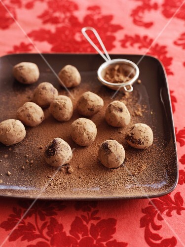 Chocolate and orange truffle pralines with cocoa powder