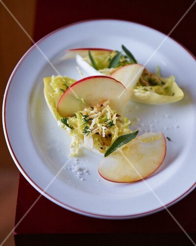 Chicory salad with apple, sage and cheese