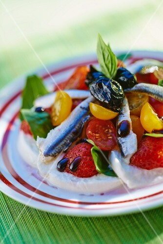 Mozzarella salad with anchovies, strawberries and cherry tomatoes