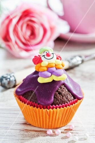 A clown cupcake