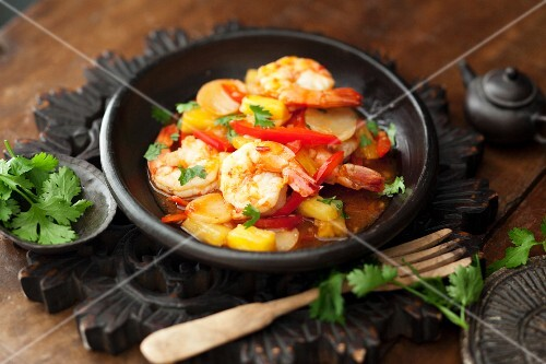 Sweet and sour prawns with peppers and pineapple