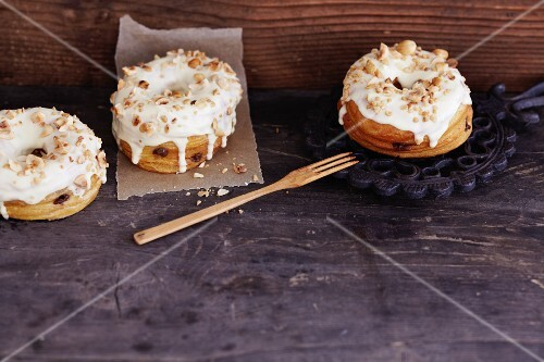 Croissant-Doughnuts with nougat and brittle
