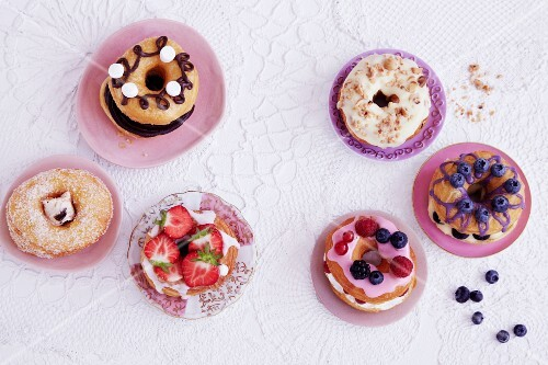 Various croissant-doughnuts (seen from above)