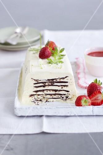 Woodruff parfait with chocolate layers and strawberries