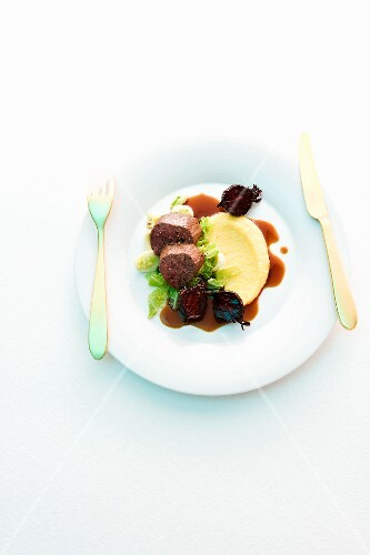 Roast venison with beetroot and mashed potatoes