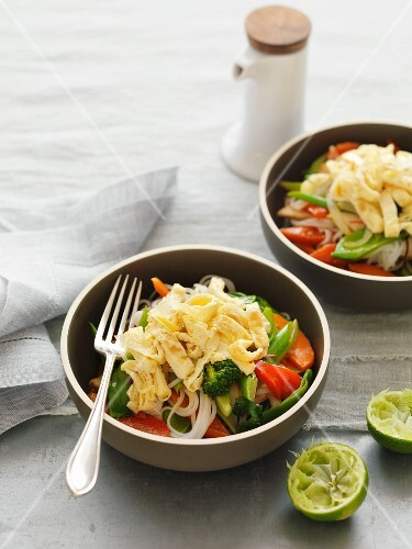 Pasta with vegetables and omelette strips
