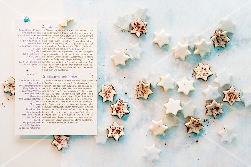 Cinnamon stars and chocolate starts with pink pepper