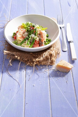 Risotto with prawns, asparagus, tomatoes and Parmesan