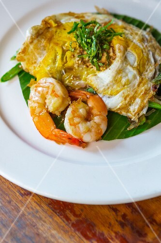A noodle omelette with prawns (Thailand)