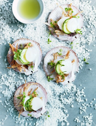Scallops with cucumber and fried radish