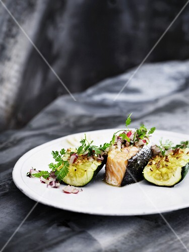 Salmon and courgettes with apple and onion vinaigrette garnished with chervil