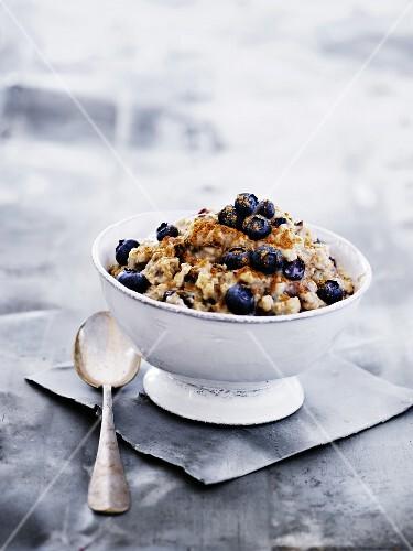Naked oat muesli with yoghurt, cinnamon and blueberries